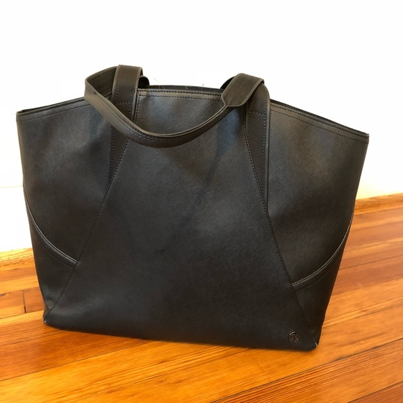 24174fe91e lululemon athletica Handbags - Lululemon carry all tote in black